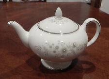 "WEDGWOOD ""WESTBURY"" PATTERN TEAPOT W/LID BONE CHINA MADE IN ENGLAND MINT"