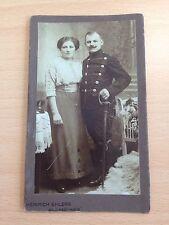 15062201 CDV FOTO Ussaro Braunschweig con la signora sciabole e teschio (14 CM x 8 cm)