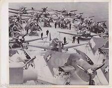DOUGLAS DAUNTLESS & GRUMANN AVENGER FIGHTER PLANES AIRCRAFT CARRIER PRESS PHOTO
