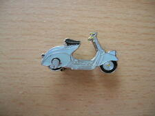 Pin Anstecker Vespa Oldtimer hellblau light blue Roller Scooter Art. 1090 Moto