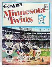 MINNESOTA TWINS BASEBALL OFFICIAL TEAM PICTURES MAGAZINE WITH 24 CARDS