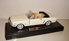 VOITURE DE COLLECTION - FORD MUSTANG 1965 BLANCHE WHITE   METAL (18x7cm)