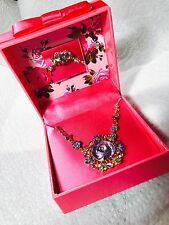NEW!  WOMANS BETSEY JOHNSON FLOWER NECKLACE