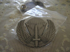 UNIFORM INSIGNIA- REPLICA U. S. ARMY SPECIAL FORCES AIRBORNE BADGE