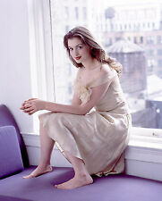 Anne Hathaway Unsigned 8x10 Photo (34)