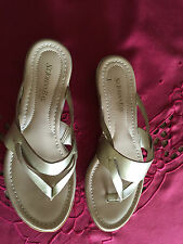 WOMAEN'S ST JOHNS BAY GOLD SANDALS-SIZE 6-1/2-RETAIL $40= WORN ONLY ONCE