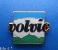 Pin's pin BOISSON VOLVIC ARTHUS BERTRAND ( ref L06 )