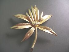 VINTAGE GOLDTONE  SMOOTHE AND TEXTURED FLOWER   BROOCH