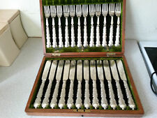 LOVELY 24 PCE SILVER PLATED FISH KNIVES FORKS ANTIQUE OAK CASE CANTEEN CUTLERY