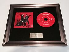 SIGNED/AUTOGRAPHED THE VACCINES - ENGLISH GRAFFITI FRAMED CD PRESENTATION.