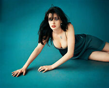 Anne Hathaway Unsigned 8x10 Photo (29)