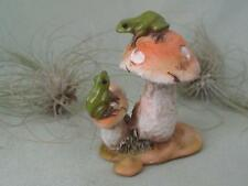 MINIATURE GREEN FROG COUPLE MUSHROOMS WOODLAND FAIRY Garden Resin Top Col