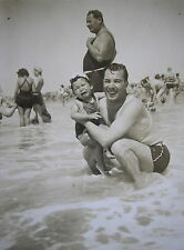 1940´s FATHER & SON w/THEIR PARTICULAR SWIMSUIT IN MAR DEL PLATA BEACH PHOTO PC