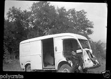 Portrait homme + voiture camionnette Citroën Tub - Négatif photo ancien
