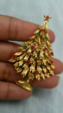 Pretty  vintage Weiss Christmas tree rhinestone gold tone pin brooch