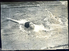 photo.Agence Continentale. Gilbert Bozon .natation.record d'Europe 100m dos.1952