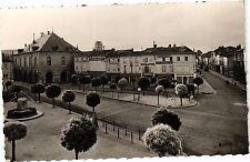 CPA  Ligny-en-Barrois (Meuse) Place de la République et l'Hotel-de-Ville(178806)