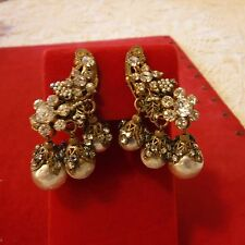 MIRIAM HASKELL OUTSTANDING VINTAGE BAROQUE PEARL ROSE MONTEE DRIPPY CLIP EARRING