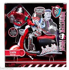 2011 Monster High GHOULIA YELPS SCOOTER - BRAND NEW !!