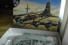 "Academia 1/72 B-17F Flying Fortress ""Memphis Belle"""