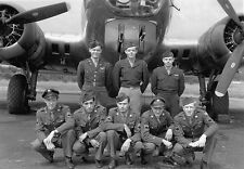 B&W WW2 Photo WWII  B-17G Crew Group Photo  / 5006