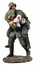 BRITAINS SOLDIERS WW1 GERMAN MEDIC CARRING WOUNDED SOLDIER WB23095-MILITAR METAL