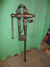 ANTIQUE  BLACKSMITH POST LEG VICE VISE,TENNON MOUNT,1780'S,LEG ,AMERICAN FORGED