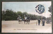 CPA. PARIS. 75 - Avenue du Bois de Boulogne. 1905. Cavaliers. Bicyclette.