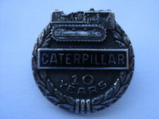 C1950S VINTAGE CATERPILLAR CRAWLERS 10 YEARS LONG SERVICE SILVER PIN BADGE