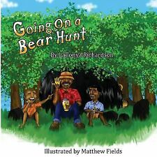 Going on a Bear Hunt by LaTonya Richardson (2017, Paperback)