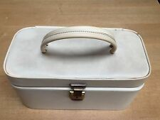 VINTAGE CREAM FAUX LEATHER GROOMING / BEAUTY CASE WITH KEY