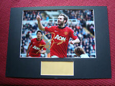 MANCHESTER UNITED JUAN MATA PERSONALLY HAND SIGNED A3 MOUNTED PHOTO DISPLAY- COA