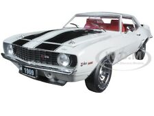 1969 CHEVROLET CAMARO Z/28 DOVER WHITE W/ BLACK STRIPES 1/24 M2 40300-48C