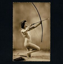 Erotik NUDE WOMAN w BOW & ARROW Aktfoto Akt Studie * Vintage 30s French Photo PC
