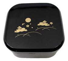 お弁当 BENTO Lunch Box japonaise - Box simple noire avec lapins dorées
