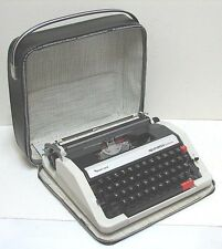 vintage REMINGTON Performer Portable Typewriter w. Case  made in Japan Works