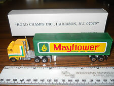 Road Champs Mayflower Semi Truck & Moving Van Trailer New in the Box
