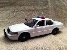 1/24 SCALE BLANK WHITE FORD CROWN VIC  PD UNIT MODEL WITH WORKING LIGHTS/SIREN