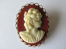 VINTAGE LARGE GOLD PLATED w/MOLD CARVED CAMEO w/GOLD PIERCED TRIMS BROOCH PIN