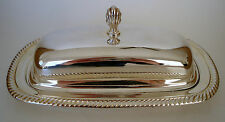 Wm. ROGERS SILVER PLATE BUTTER DISH WITH GLASS INSERT.