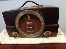 Vintage Zenith K Series Model Walnut H725 Bakelite AM & FM Tube Radio