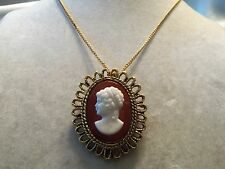 BEAUTIFUL Textured Goldtone Setting White CAMEO Pendant/Brooch Necklace 15N108