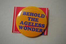 """BEHOLD THE AGELESS WONDER"" PIN BADGE BUTTON #62008 BIRTHDAY RETIREMENT"