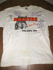 HOOTER's autographed Hooters girls T shirt lrg sexy wings Toledo OHIO Glass City