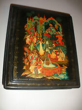 "8""  LARGE VINTAGE RUSSIAN HAND PAINTED LACQUER BOX  ARTIST SIGNED"