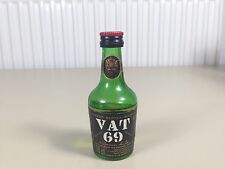 Mignonnette mini bottle non ouverte , whiskey whisky vat 69