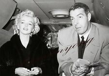 Marilyn Monroe and Joe Dimaggio. 8X10 GLOSSY PHOTO PICTURE IMAGE M34