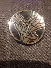 HOLO Argento Sheen XERNEAS Coin-Grandi dimensioni 3.4cm Pack fresco in ottime condizioni