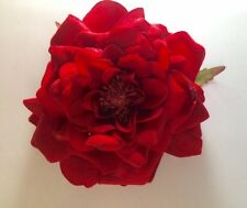 VELVET COTTAGE ROSE ARTIFICIAL FLOWER HAIR CLIP/PIN BROOCH (RED)
