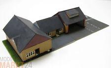 Eckhaus Siedlung zwei Häuser und Garage an Straße im Maßstab 1:87